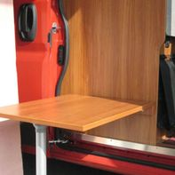 Holzplatte als Esstisch