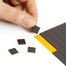 MS-TAKKI-03, Takkis 10 x 10 mm, plaquitas magnéticas adhesivas, 160 plaquitas por hoja