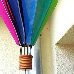 Windklokkenspellen en lantaarns met magneethaken ophangen